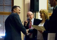 Artur Chytła odbiera nagrodę dla szkoły z Wińska