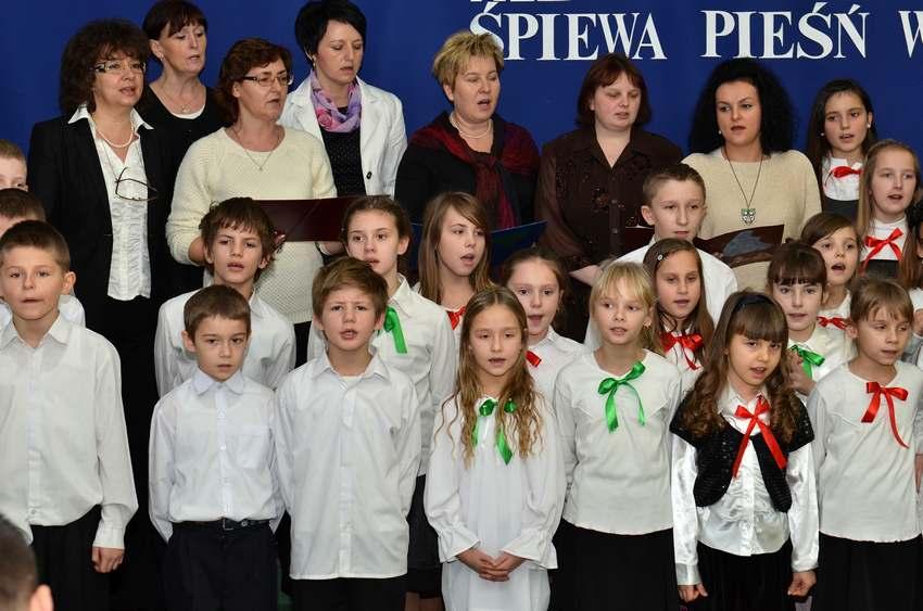 Chór z SP w Krzelowie