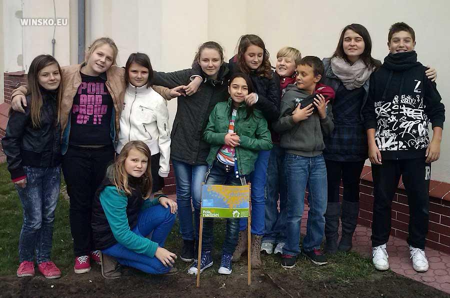 Uczniowie SP w Orzeszkowie. Pola Nadziei 2013