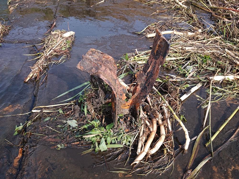 Jezierzyca. Zniszczony próg wodny